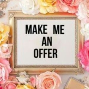 Other - 🌸Accepting ALL Offers!🌸